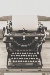 typewriter-vintage-old-vintage-typewriter-163084