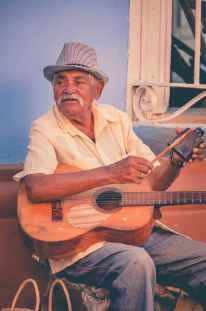 Musico Callejero/Photo by Dimitri Dim on Pexels.com